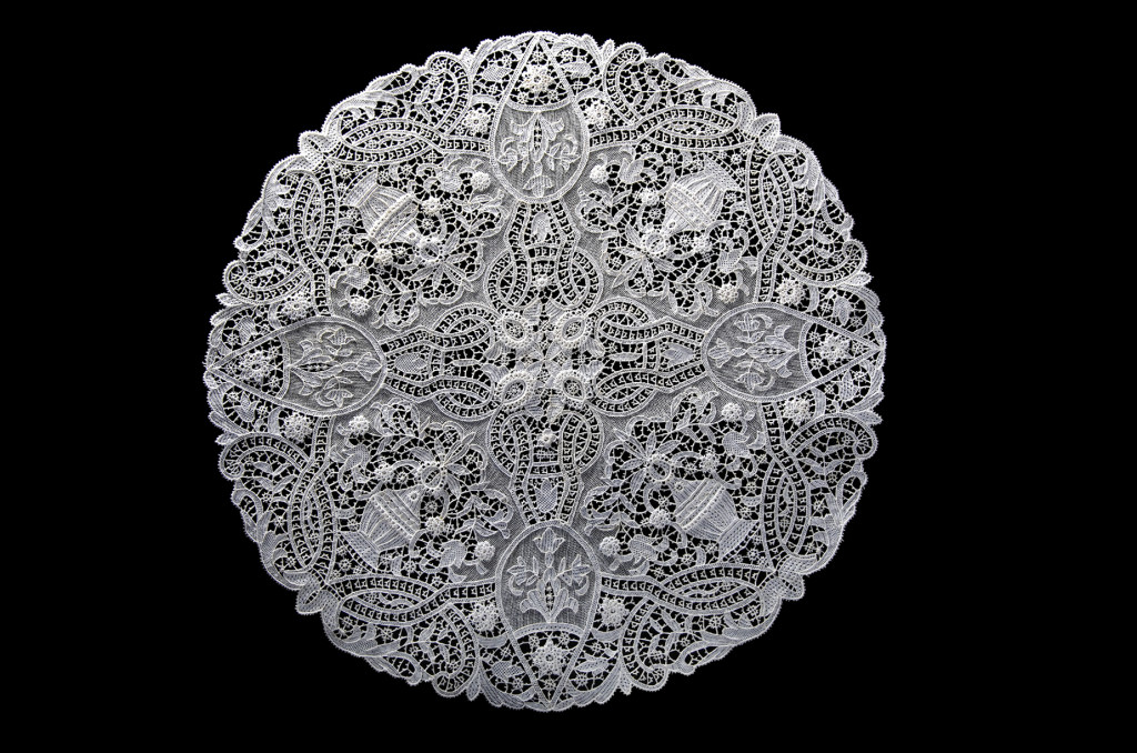 Centro tavolo disegno d'epoca dei primi del '900 - Punto Burano ad ago - Diametro cm 50