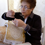 lavorazione del merletto di Burano con tombolo ad ago
