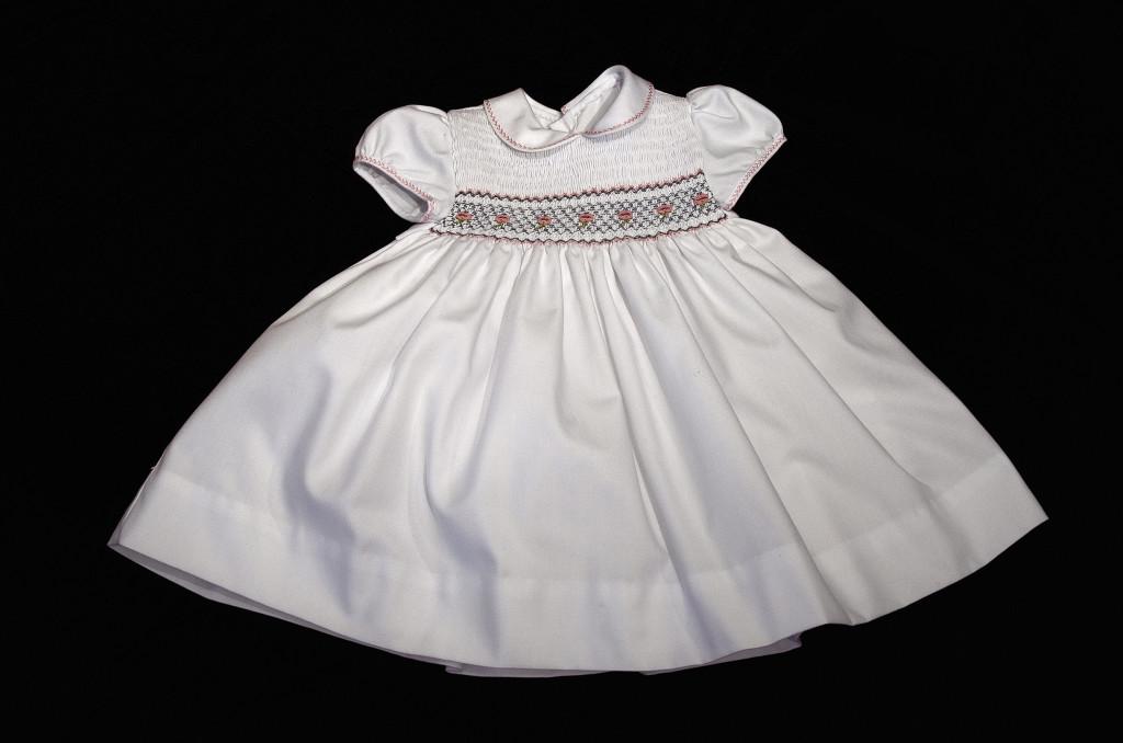 Vestitino per bambina ricamato